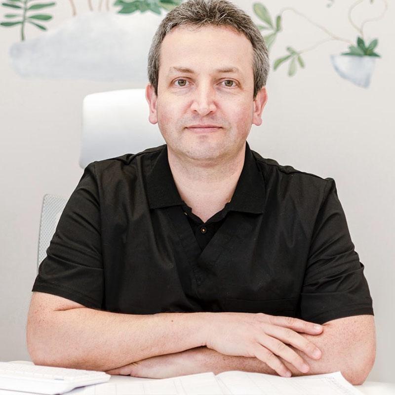 medic specialist dermatologie dr Adrian Ilonca, clinica D6 Cluj