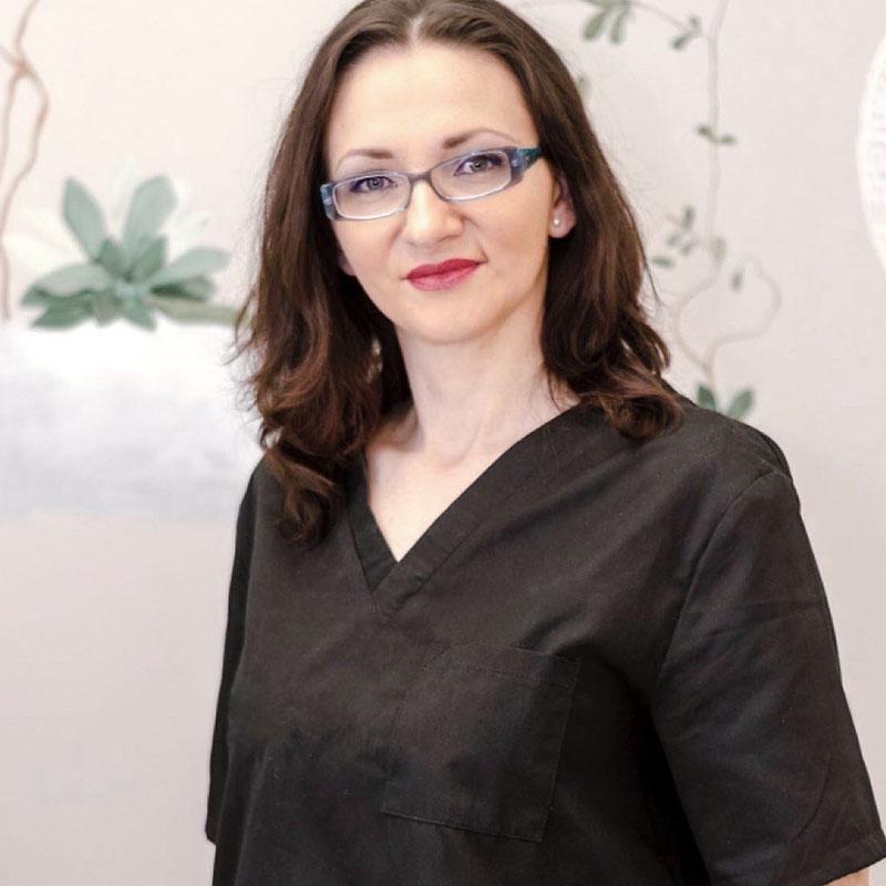 medic specialist dermatologie dr Aura Otava, clinica D6 Cluj